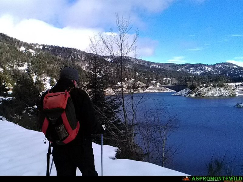 Cross-country skiing around the Menta Lake